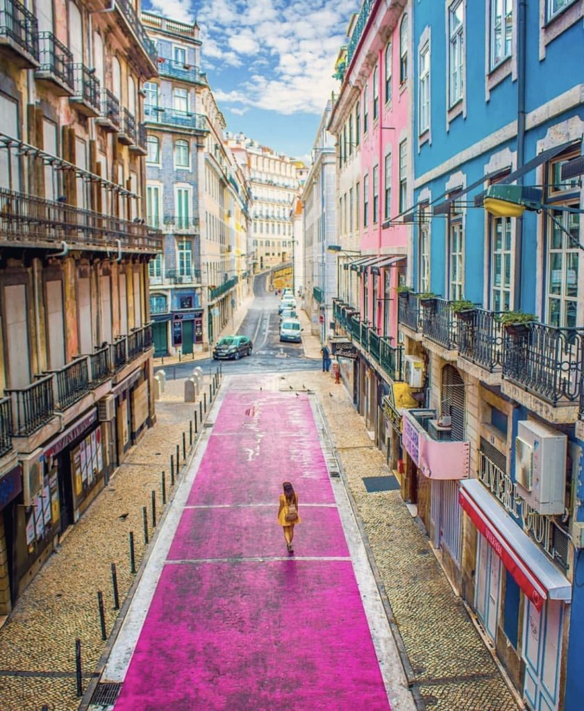 Pink Street tourist